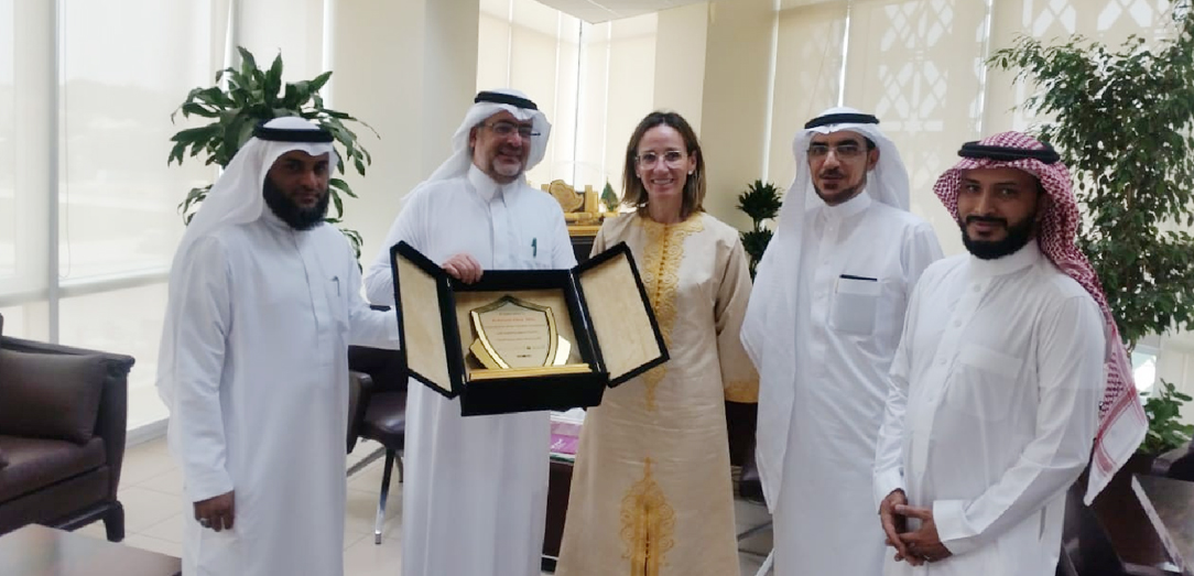 The Undersecretary of Ministry of Environment, Water, & Agriculture Eng. Ahmed Al-Eyada honors Dr.  Victoria Alday-Sanz